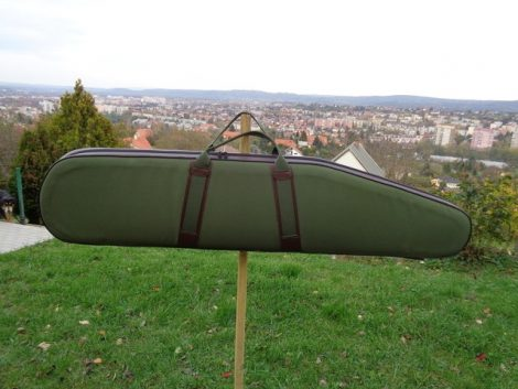 F-022-B Vastag szivaccsal és béléssel bélelt fegyvertok műbőr fülrésszel